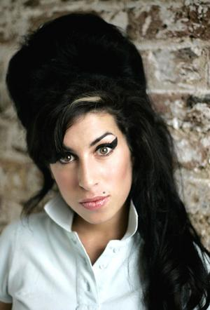 Amywinehouse_narrowweb__300x4420